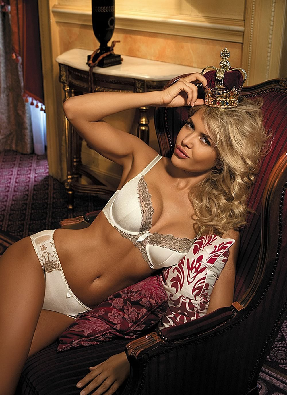 Queen Semi Soft Cup Bra